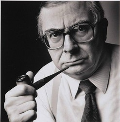 Claude Chabrol pipe