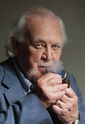 Joss Ackland pipe