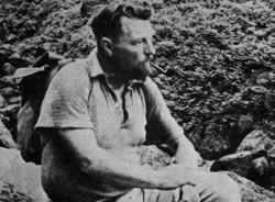 Malcolm Lowry pipe