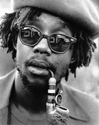 Peter Tosh pipe